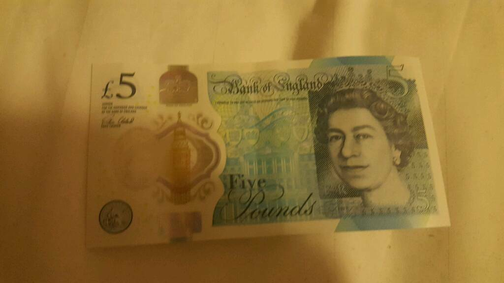 Rare collectible £5 note AA01