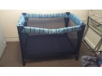 Travel cot/play den must go £15 ono