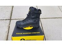 Mens size 13 safety boots. AMBLERS FS999