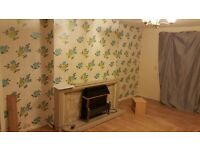 Clean 2 bedroom flat , GCH, gas cooker, security entrance,laminate floor.