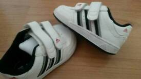 Kids trainers ( toddlers 4 )