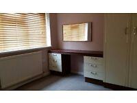 SINGLE ROOM FURNISHED, Kindlington, Shared house, large Kitchen and bathroom, parking
