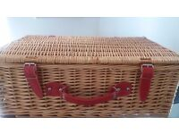 Brand New picnic basket including all acessories