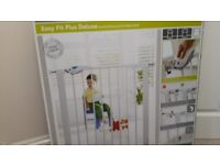 Lindam deluxe safety gate - unused