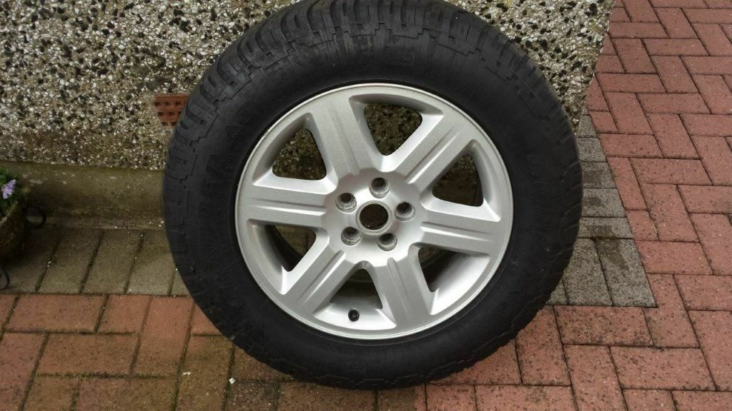 Freelander 2 Original Alloy Wheel Fitted With General