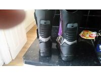 black with red line motorcycle boots size 9 in ex cond