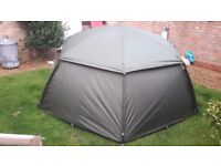 Trakker tempest brolly . Carp fishing