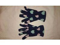 Girls fleece gloves.