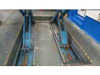 Wheel alignment lift with jacking beam