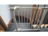 Stair gate - child safety gate door for controlling toddler access to stairs and rooms. In VGC