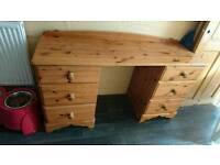 Dressing table / desk
