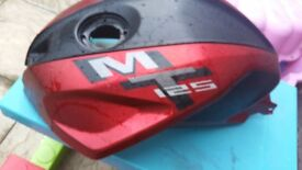 Yamaha mt 125 red tank