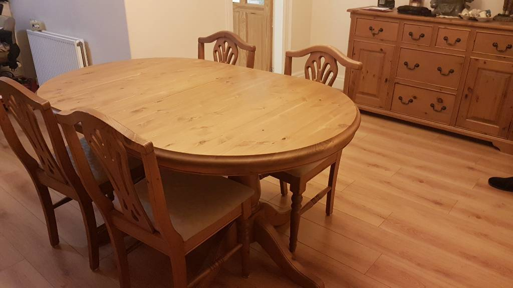 Four seat extendable dining table