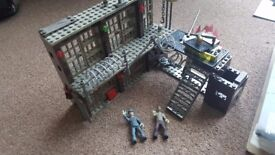 Mega Bloks Call of Duty, Mob of the Dead, prison Zombies - includes box