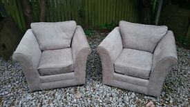 Selling a sofa and two armchairs.