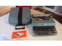 VINTAGE 60S OLIVETTI LETTERA 22 PORTABLE TYPEWRITER WITH ORIG CASE INSTS WEDDING PROP GWO NEW RIBBON