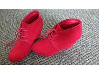 Graceland red shoes