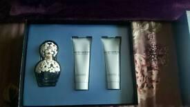 Brand New marc jacobs 50ml perfume gift set