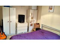 NOTTINGHAM - SHERWOOD - 2 DBL ROOMS AVAIL IN 4 BED HOUSE. 2 MIN TRANSP[ORT. 2 BATHROOMS