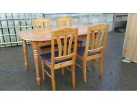 Table (can be extended) with 4 chairs
