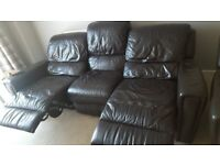 Black leather 2 piece 3/2 seater electric recliner sofas