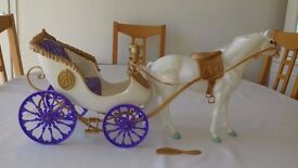 Anastasia Horse and Carriage with comb