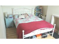 Beautiful funrnished double room in nicely decorated house sharing with one female.