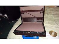 Vintage Dark Brown Samsonite Pebbled Hardshell Briefcase . This a beautiful stylish