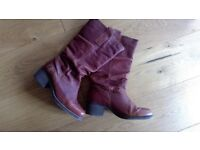 Dark tan, leather, Red or Dead boots. Size 40 /7