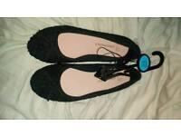 Ladies black lace pump shoes size 6