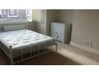 Nice double room in friendly houseshare in St. Thomas, Exeter