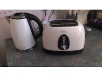 Cream Kettle & Toaster Set