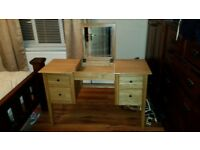 Lovely solid oak piece of furniture with no scratches or marks