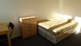 Nice single room available now in Chrossharbor station. £145pw bills included!