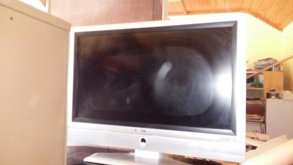 Swisstec 37 Lcd Tv With Remote Silver Frame