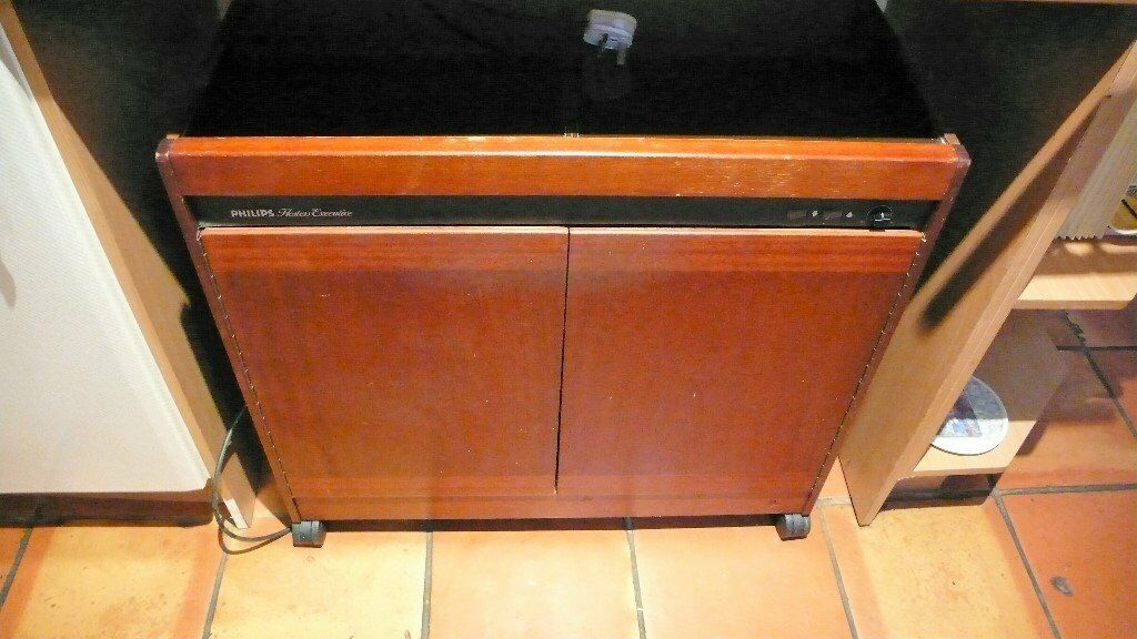 Phillips Hostess Executive trolley for sale. Keeps yummy food hot!