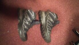 Soloman hiking shoes size 8