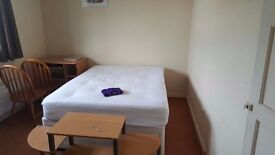Spacious double room for rent that offers a comfortable and relaxing space.