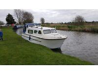 cabin cruiser/ boat