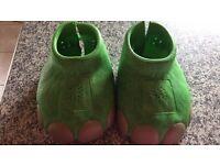 Dinosaur stomping feet that stomp when you walk £5