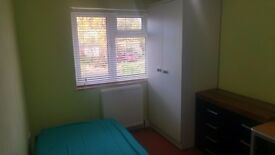 !!! Single room available immediately for working professional @Woodley £340 !!!