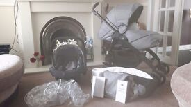 Silvercross 3d full travel system only 2 month old with 2 year guarantee