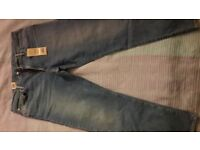 I sell jeans firm Levis 36-30 size. The new ones are not dressed.35