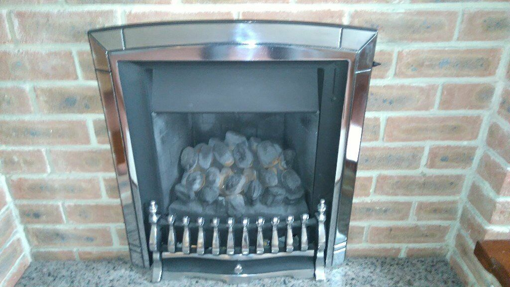 Baxi Valor Wondefire with fuel effect gas fire and surround with fireside control. Fully serviced.