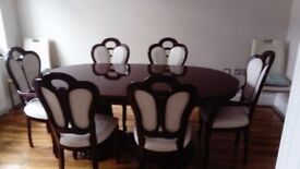 Extendable oval table with 6 upholstered chairs