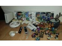 Wii +10 games +5 controllers +3 stering wheels +1 charger +15 skylanders characters +2 portals