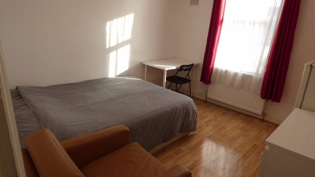 Furnished Double Room / Located In The Heart Of East London, E7 / All Bills Inc / Avail NOW !!