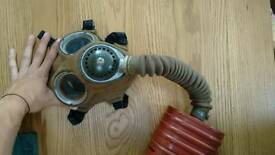 Ww2 gas mask. Excellent condition.