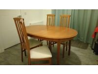 Extending dining room table with 4 or 6 chairs