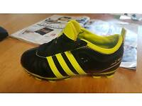 New size 13 (1) kids football boots